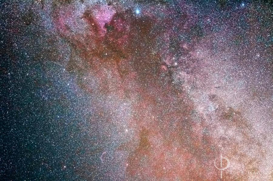 The constellation Cygnus in the Summer Milky Way / Nikon D70, 50mm, f/2.8, ISO400, 20 minutes